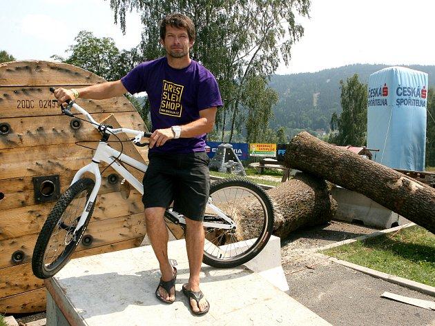 Trialový Dressler camp opět obsadil na šest dní autokemp vTanvaldské kotlině.