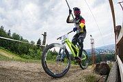 Kvalifikace závodu světové série horských kol ve fourcrossu, JBC 4X Revelations, proběhla 14. července v bikeparku v Jablonci nad Nisou. Finále se koná 15. července. Na snímku je Benedikt Last.