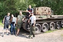 Část pomocníků z druhého týdne brigád.