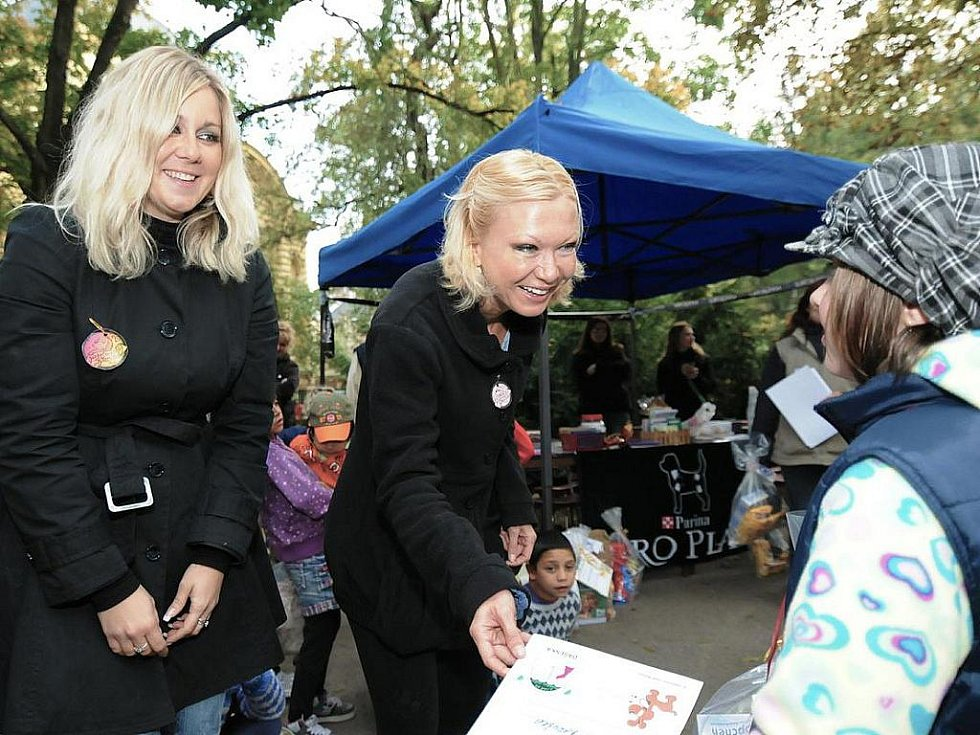 Zpěvačka Klára Kolomazníková usedla v porotě Jabloneckého voříška spolu s pražskou advokátkou Klárou Slámovou.