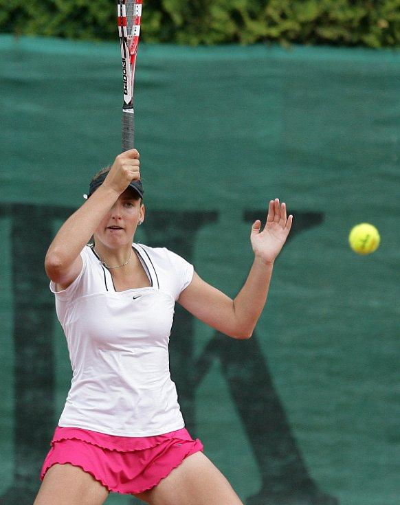 Mezinárodní tenisový turnaj žen Jablonec Cup 2012 vstoupil do hlavní soutěže. Na snímku Nikola Horáková z České republiky.