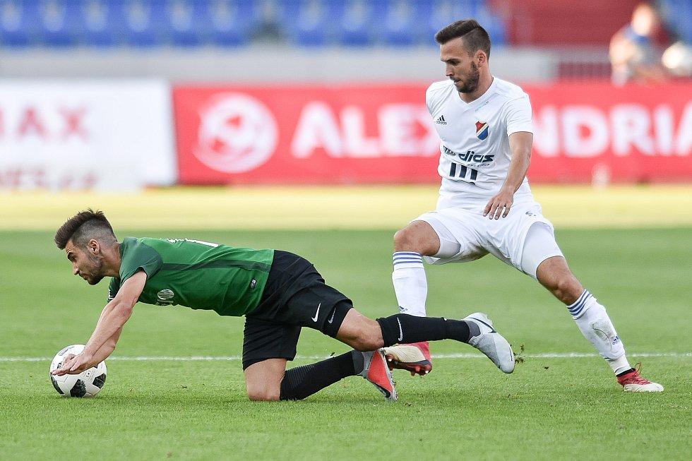 Utkání 1. kola první fotbalové ligy: Baník Ostrava - FK Jablonec, 23. července 2018 v Ostravě. (vlevo) Trávník Michal a Lukáš Pazdera.