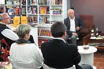 V knihkupectví Serius se konají přednášky od otevření