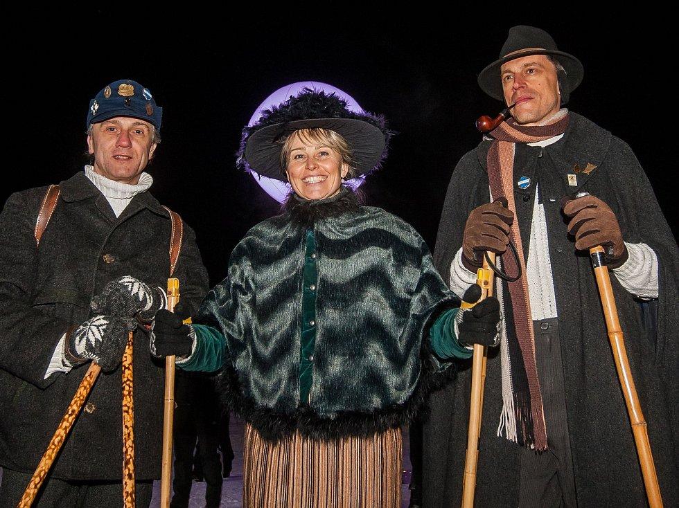 Historičtí lyžnící při zahájení Jizerské padesátky 16. února v Bedřichově na Jablonecku. Hlavní závod zařazený do seriálu dálkových běhů Ski Classics se pojede 18. února 2018.