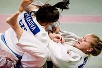 Barbora Škaloudová při zápase (nyní dole)