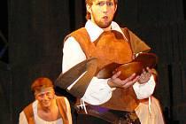 Muzikálový příběh Miguela de Cervantes a jeho Dona Quijota v podání souboru Ars Iuvenum hraje soubor dvakrát měsíčně v jabloneckém Městském divadle