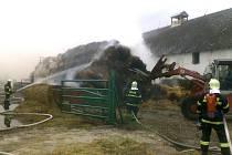 Na likvidaci požáru slámy v Troskovicích bylo nasazeno osm vodních proudů. Na rybníku Vidlák bylo zřízeno čerpací stanoviště a voda byla na požářiště dopravována cisternami.