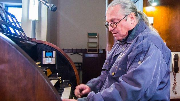Kampanolog Radek Rejšek z Litoměřické diecéze v kostele Nejsvětějšího Srdce Ježíšova v Jablonci