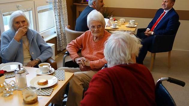 Senioři z Domova důchodců ve Velkých Hamrech dostanou v Babiččině kavárně kávu zdarma