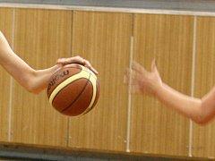 basketbalistky TJ Bižuterie válí