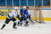 Utkání 20. kola 2. ligy ledního hokeje skupiny Západ se odehrálo 22. listopadu na zimním stadionu v Jablonci nad Nisou. Utkaly se týmy HC Vlci Jablonec nad Nisou a HC Draci Bílina. Na snímku v modrém je Jakub Mulač.