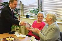Náměstek primátora Pavel Svoboda před Vánoci navštíví seniory v Jablonci a v Hamrech.