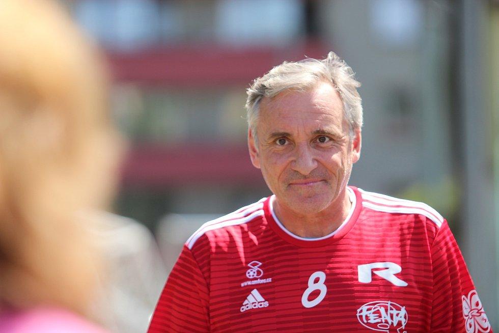Charitativní utkání píská nejpopulárnější český rozhodčí Pavlín Jirků rád.
