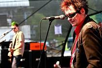 """V pátek 6. srpna odstartoval punkrockový hudební festival Keltská noc v Harrachově. Jedním z taháků pátečního programu byla punková skupina Plexis v frontmanem Petrem """"Sidem"""" Hoškem."""