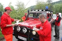 Prestižní soutěž zdravotnických záchranářů Rallye Rejvíz startovala v Koutech nad Desnou na Šumpersku.