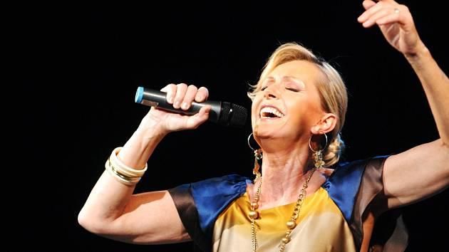 Na benefičním plese pro zvířata v nouzi zazpívá také Helena Vondráčková
