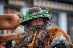 Pán hor Krakonoš s jeho početnou družinou přijeli 17. března do Harrachova na Semilsku přivítat jaro. Tradiční průvod městem s mažoretkami, dechovkou, čerty a rejem masek se konal již po dvaasedmdesáté.