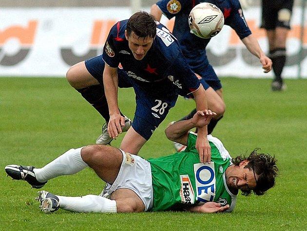 Jan Flachbart v ligovém zápase obdržel i pár šrámů. Nejen díky bojovnosti Jablonečtí zvítězili.