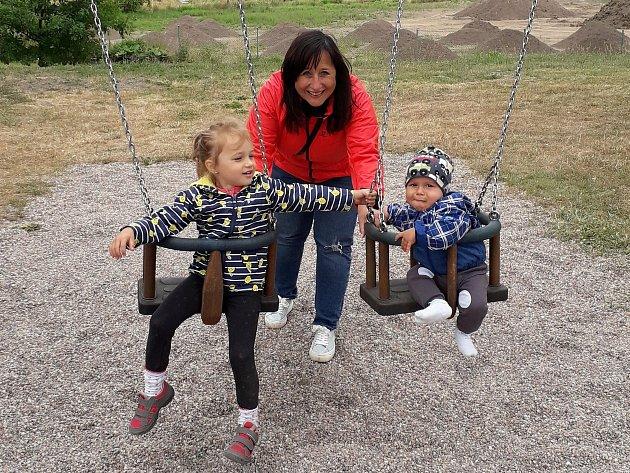 Monika Králová se svými vnoučaty.