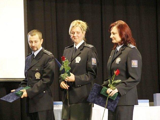 Zleva: nadpraporčík David Binder, praporčík Zuzana Kocurová a nadpraporčík Jana Nadlerová