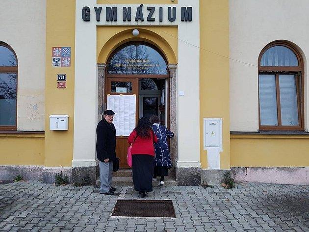 Na voliče je připravena ivolební místnost vGymnáziu UBalvanu.