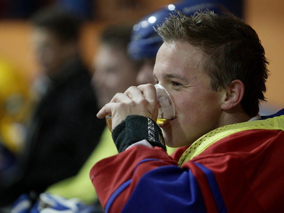 Fotbalisté Baumitu si zahráli hokej. Na snímku Jan Kopic.