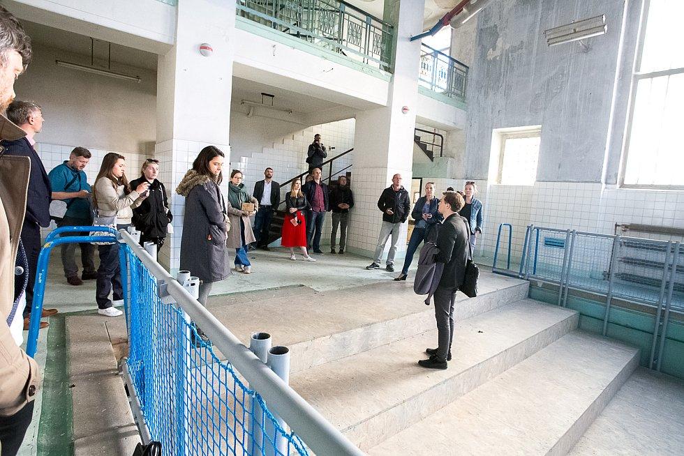 Opuštěný objekt lázní si mohli prohlédnout pozvaní odborníci a novináři.