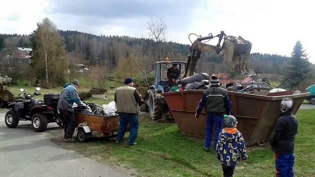 Ukliďme Česko loni v Radčicích