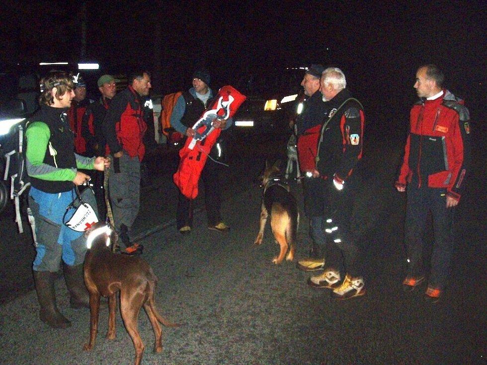Pátrání po zraněné houbařce na Bezdězu se zúčastnili i psovody Horské služby Jizerské hory a Krkonoše.