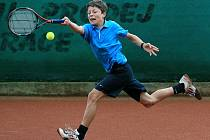 Mezinárodní tenisový turnaj starších žáků na kurtech v Horní Proseči. Na snímku Jakub Mistuřík (CZE).