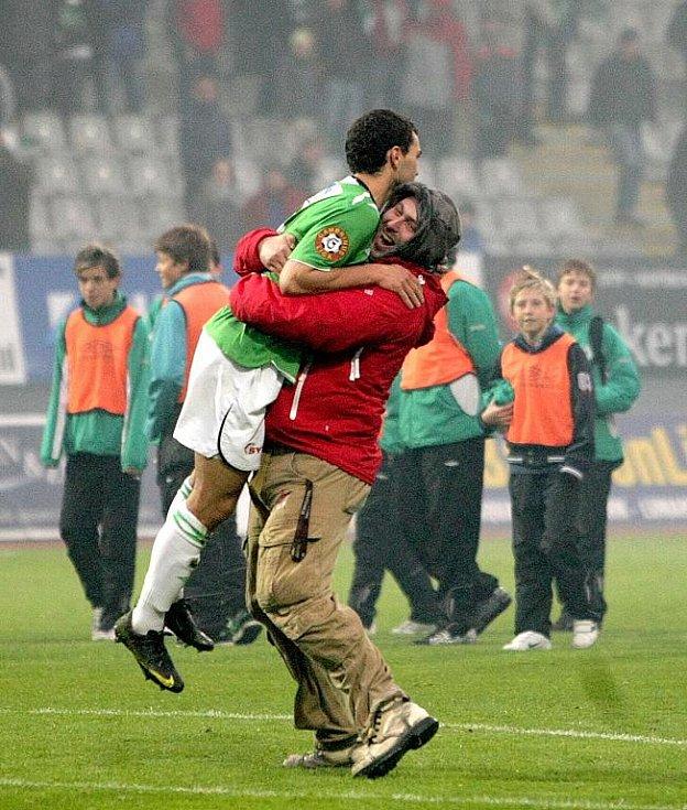 Fotbalový Jablonec slaví historické druhé místo v nejvyšší fotbalové soutěži. V posledním kole porazil doma České Budějovice 2:0 a zajistil si účast v třetím předkole Evropské ligy.