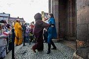 Tradiční masopustní průvod masek proběhl 4. února v Semilech. Akci odstartoval průvod maškar z Komenského náměstí k radnici. Na snímku vpravo je starostka města Semily Lena Mlejnková.
