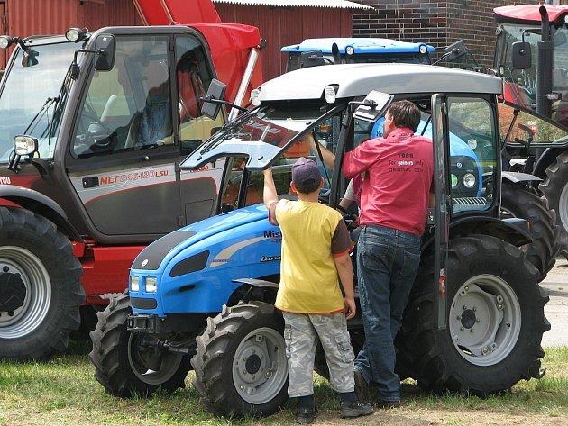 Zahradní a zemědělská technika. Ilustrační snímek.