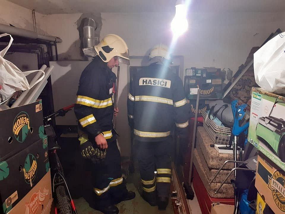 Hasiči z JSDHO Maršovice pomáhali ve středu 14. července večer v Kokoníně. Voda tam zatopila sklep rodinného domu.