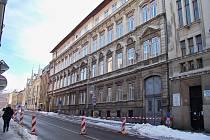 Ulice Podhorská v Jablonci byla uzavřena od prosince roku 2018. Na snímku stav před výstavbou ocelové podpůrné konstrukce.