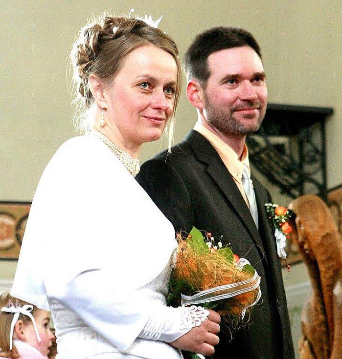 Musheři mají smůlu, Jana si vzala v kostelíku sv. Josefa poslední prosincové úterý Američana Rodneye.
