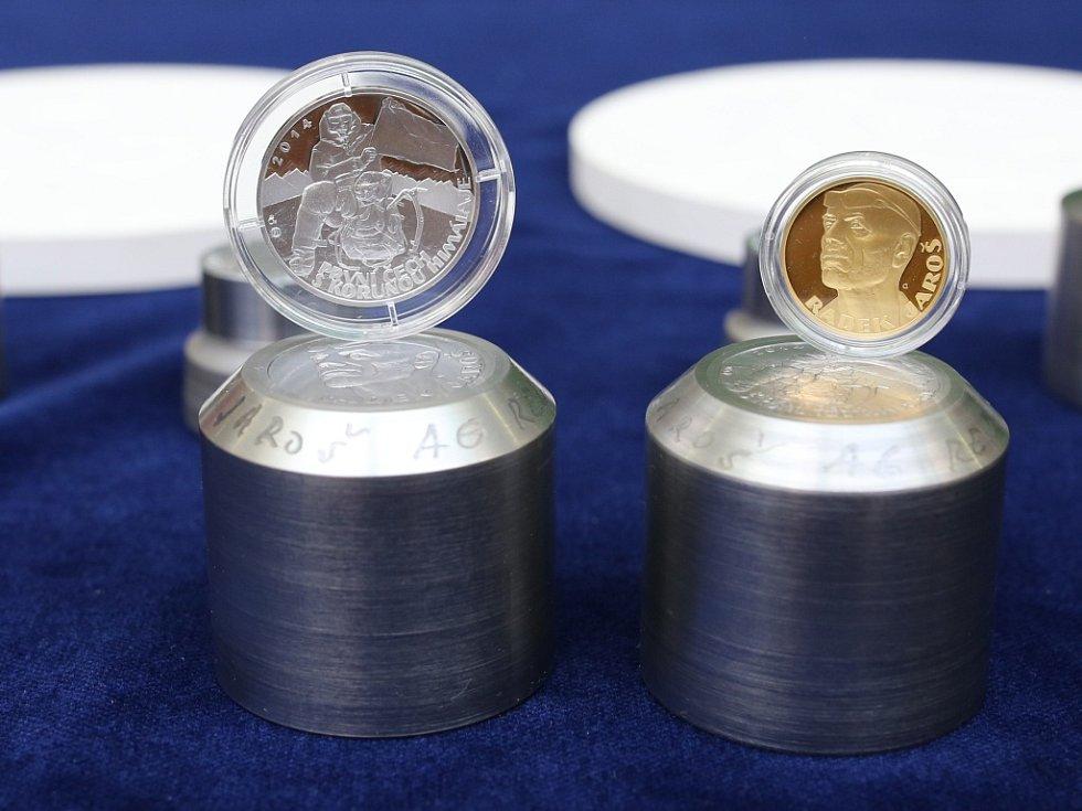 Radek Jaroš stanul jako první Čech a zároveň patnáctý na světě na všech 14 osmitisícovkách bez pomoci výškových nosičů a použití umělého kyslíku. Stal se držitelem tzv. Koruny Himaláje. Česká mincovna z Jablonce mu vyrazila pamětní medaile.