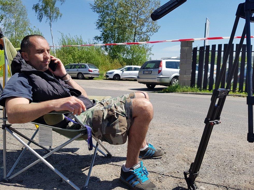 Čekání novinářů na propuštění Jiřího Kajínka z Věznice Rýnovice.