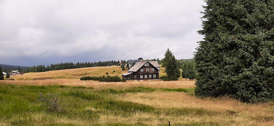 Po krásných místech Jizerských hor: Z nejvyšší osady na tajemná rašeliniště.