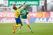 Zápas 23. kola 1. fotbalové ligy mezi týmy FK Jablonec a FC Fastav Zlín se odehrál 9. dubna na stadionu Střelnice v Jabloneci nad Nisou. Na snímku zleva Diop Dame a Tomáš Hübschman.