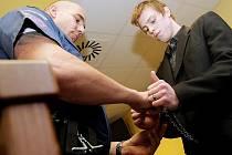 Devatenáctiletý mladík Jiří Šponar z Jablonce si má odpykat sedmiletý trest za ublížení na zdraví s následkem smrti.
