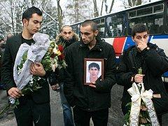 V sobotu 7. ledna ucitili Romové památku zesnulého Ladislava Tatára, který byl zastřelen třiašedesátiletým Janem S. z Tanvaldu na Nový rok. Smutečního aktu se zúčastnilo na dvě stě padesát Romů.