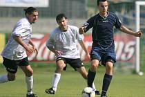 Fotbalisté Zásady (v bílém) dokázali otočit stav utkání s Velkými Hamry B a vyhráli 4:1.