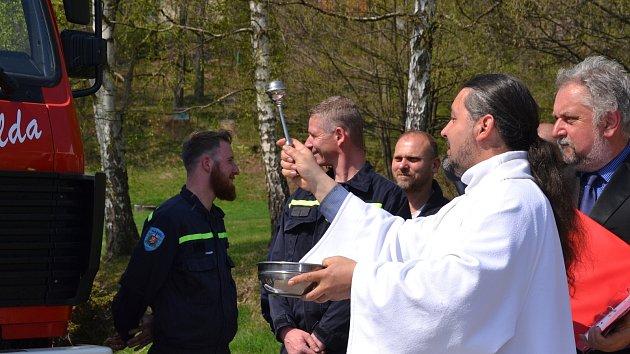 Křest nového hasičského auta v Nové  Vsi nad Nisou
