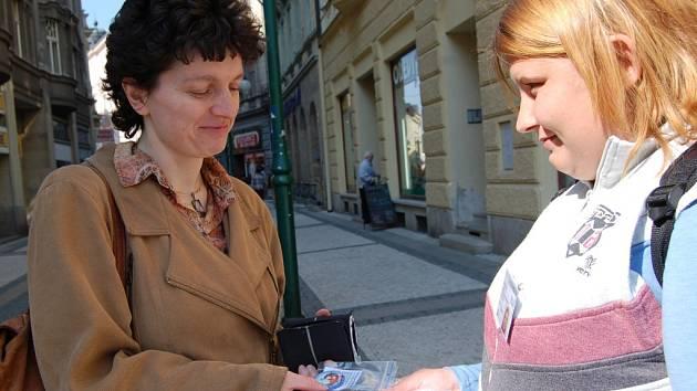 Kamila Lubasová, která má silné sociální cítění, ráda podpořila děti z dětských domovů koupí barevného magnetu.