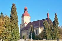 Kostel Nejsvětější Trojice ve Bzí.