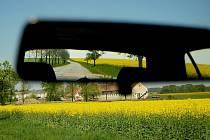 Zemědělství a řepka olejka. Ilustrační snímek.