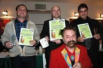 Rohozecký pivovar získal za Skalák titul Desítka roku. Na snímku uprostřed ředitel pivovaru František Jungmann.