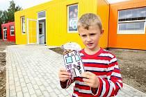 Z mobilních buněk postavili v Rychnově mateřskou školku. Nejen dětem se tu líbí.