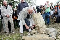 Slavnostní poklepání na základní kámen budoucího Muzea  a rozhledny Járy Cimrmana, 2011.